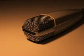 microphone-260283_640